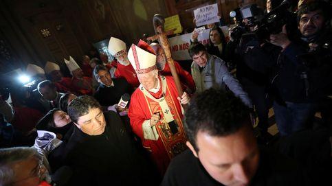 El manual 'antiabusos' de la Iglesia chilena: ni palmadas en glúteos ni dormir con niños