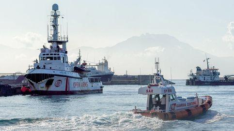 El Open Arms localiza un barco con 40 personas en el Mediterráneo central