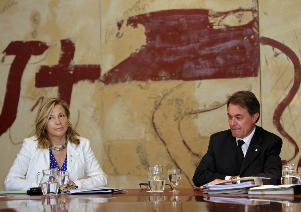 Foto: Joana Ortega y el presidente de la Generalitat Artur Mas (EFE)