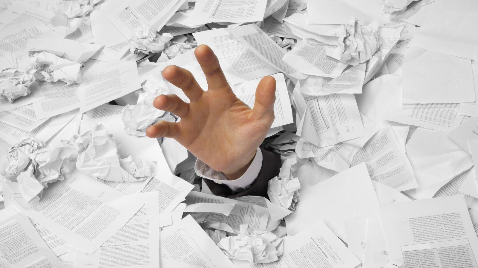 Foto: Actas, informes y evaluaciones impiden a los profesores llevar a cabo el trabajo para el que fueron contratados. (iStock)
