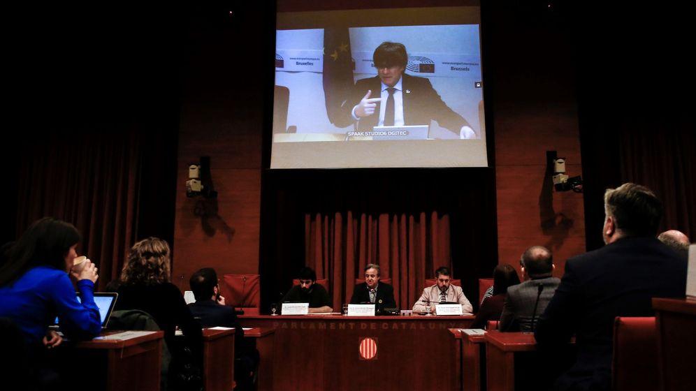Foto: Intervención de Carles Puigdemont en la comisión. (EFE)