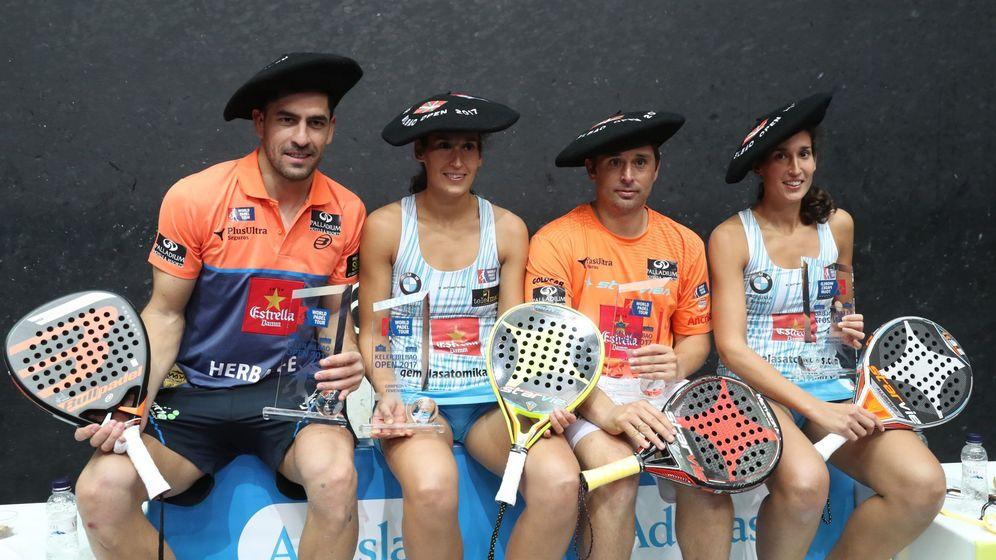 Foto: Las hermanas Alayeto con Maxi Sánchez y Mati Díaz, ganadores en Bilbao. (EFE)