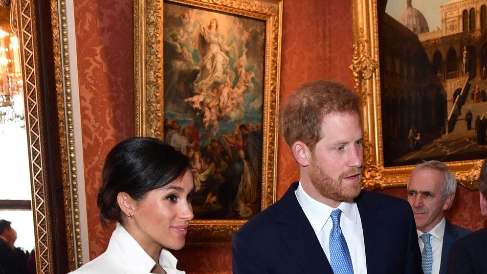 Foto: Los duques de Sussex en Buckingham. (Reuters)