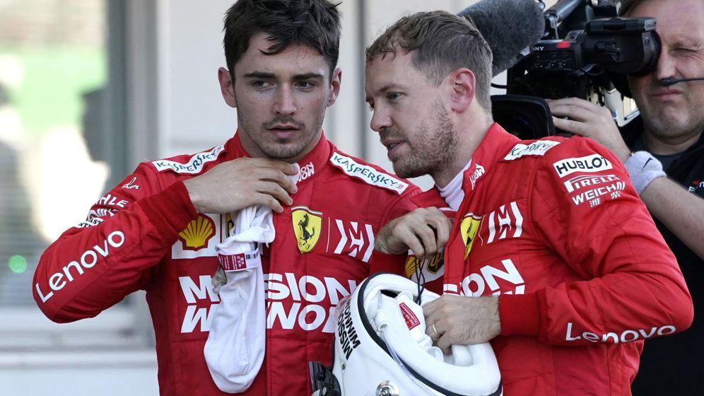 Foto: Sebastian Vettel conversando con Charles Leclerc. (EFE)