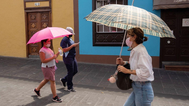 Gente en La Palma. (EFE)