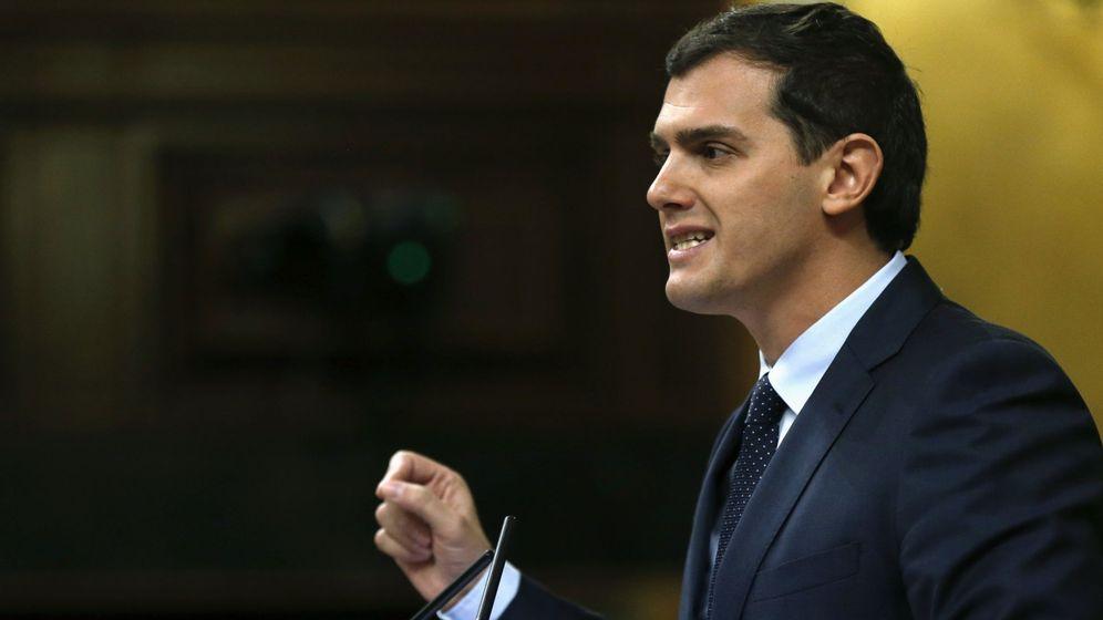 Foto: El presidente de Ciudadanos, Albert Rivera, durante su intervención en el segundo día de debate de investidura. (EFE)