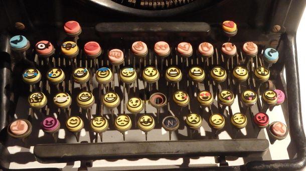 Foto: El artista que diseñó la caca feliz y los demás emoticonos para Twitter