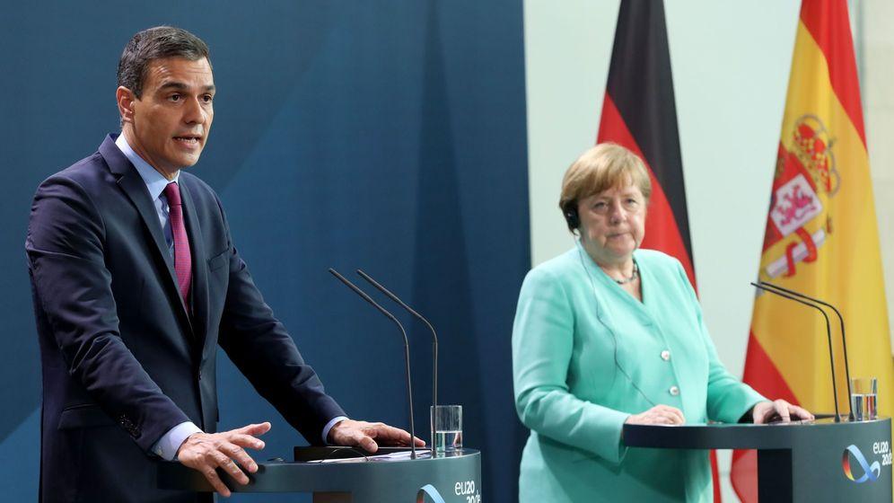 Foto: Pedro Sánchez, junto a Angela Merkel. (EFE)