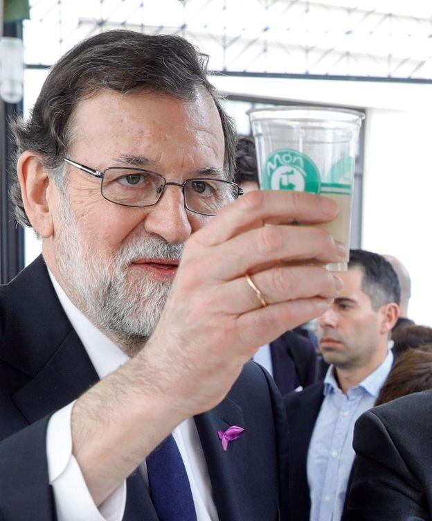 Foto: Mariano Rajoy se puso el lazo 'in extremis' el 8 de marzo. (EFE)