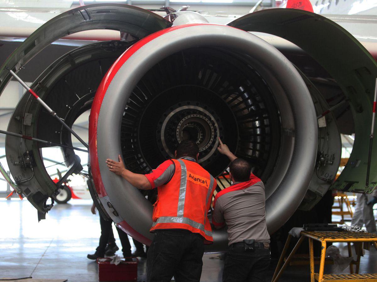 Foto: Revisión de un motor de un A319 de Airbus. (EFE)