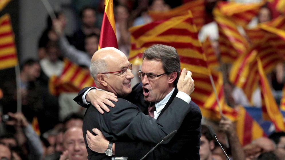 Foto: Josep Antoni Duran Lleida se abraza a Artur Mas. (EFE)