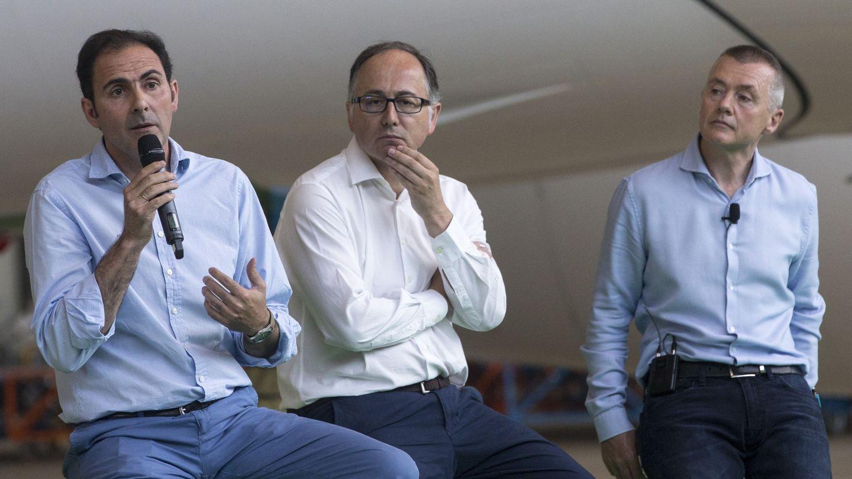 Willie Walsh (d), Luis Gallego (c) y Javier Sánchez-Prieto (i), en 2017. (EFE)