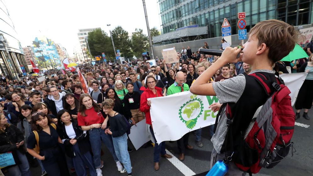 Foto: Belgian students attend a climate change demonstration in central brussels