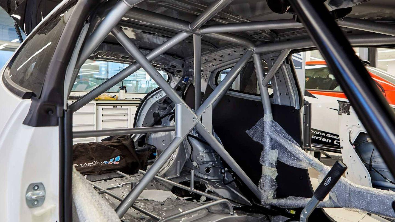 El coche incluye las máximas medidas de seguridad según las normas FIA.