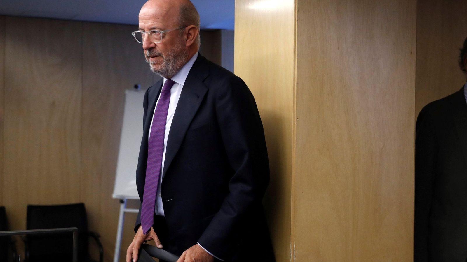 Foto: El expresidente del Popular, Emilio Saracho, en una comparecencia. (EFE)