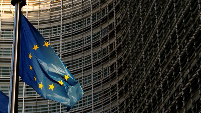 Bandera de la UE frente a la sede en Bruselas de la Comisión Europea. (Reuters)