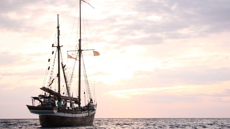 Héroes de la basura: a bordo del barco que recoge el plástico que mata el Mediterráneo