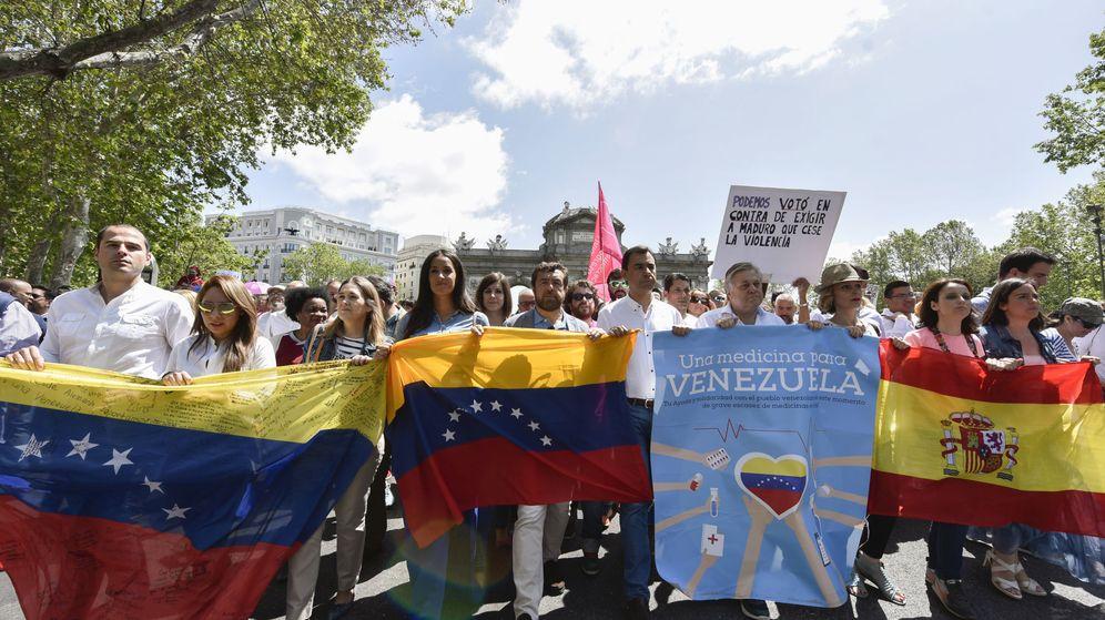 Foto: Dirigentes de Ciudadanos y Partido Popular han tomado parte en la manifestación de la Mesa de la Unidad Venezolana en Madrid. (EFE)