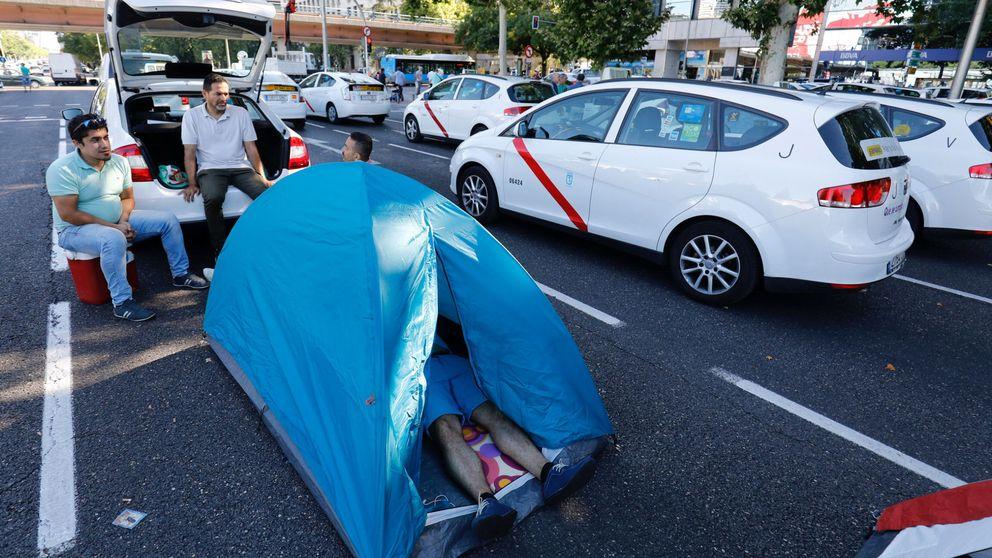 Así es la acampada de los taxistas madrileños por dentro: No nos queda otra