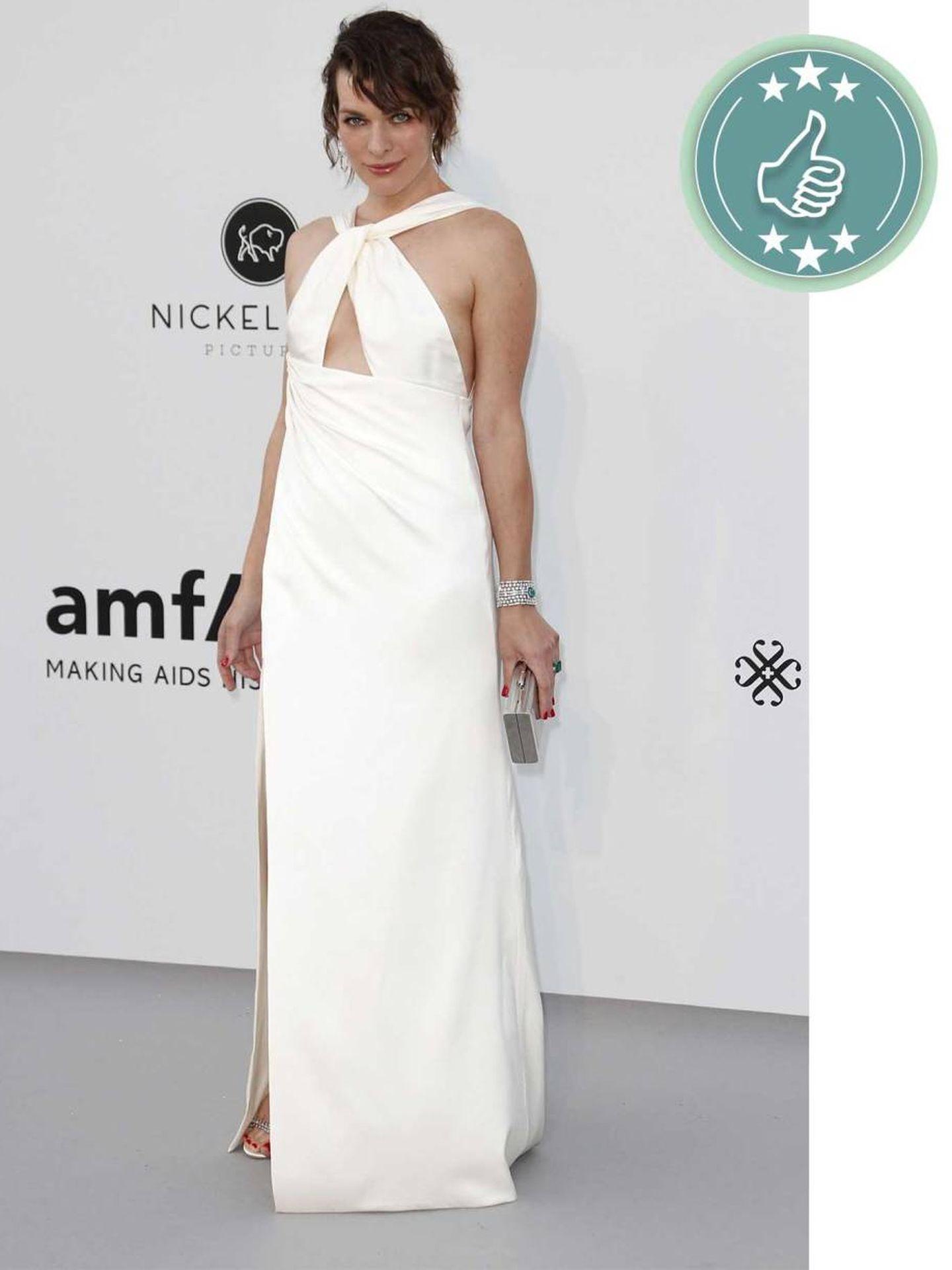 La actriz y modelo Milla Jovovich, espectacular con un vestido blanco. (EFE)