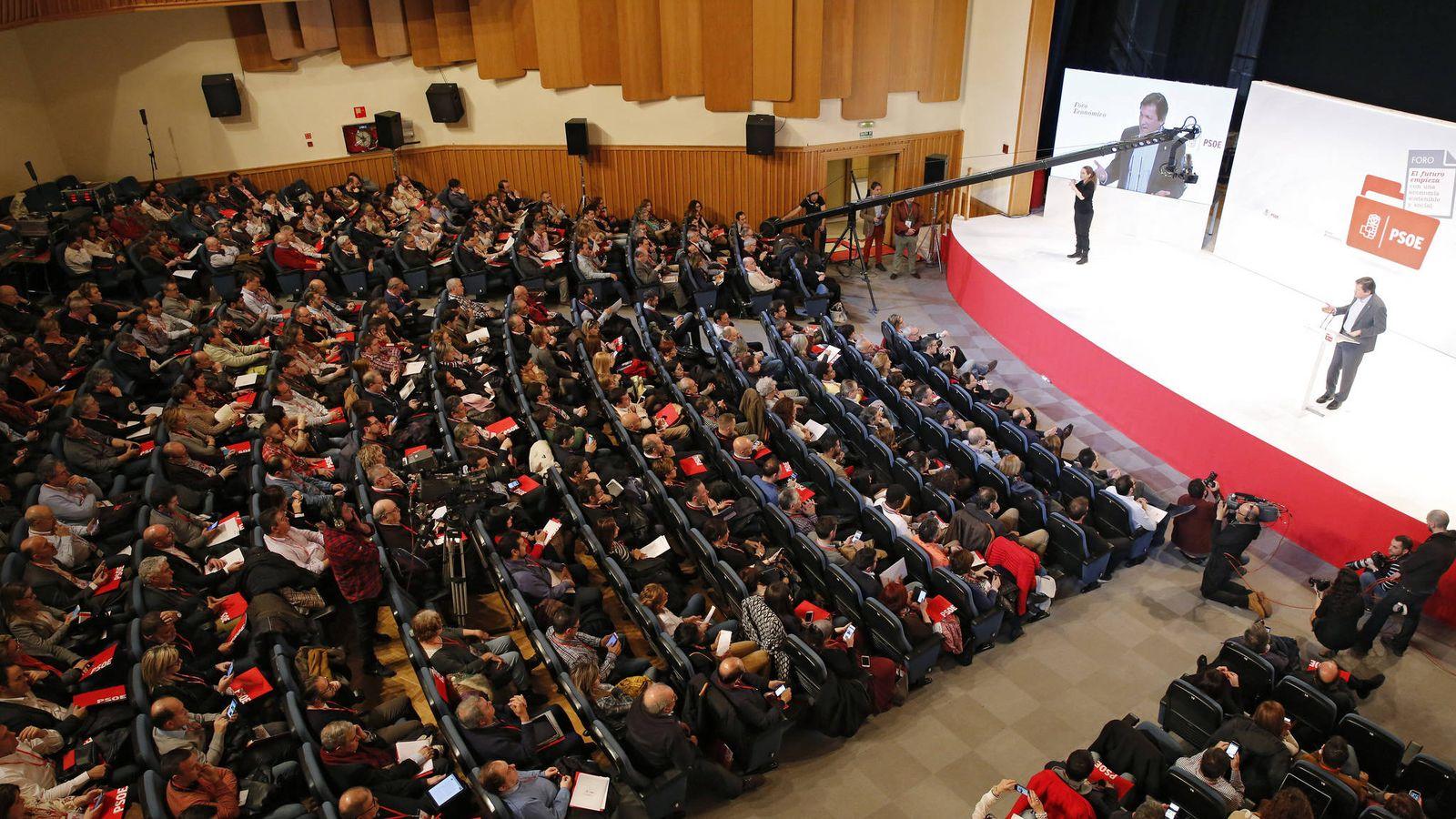Foto: Javier Fernández, en la inauguración del foro económico del PSOE, este 25 de febrero en el auditorio de la ONCE de Madrid. (Inma Mesa / PSOE)