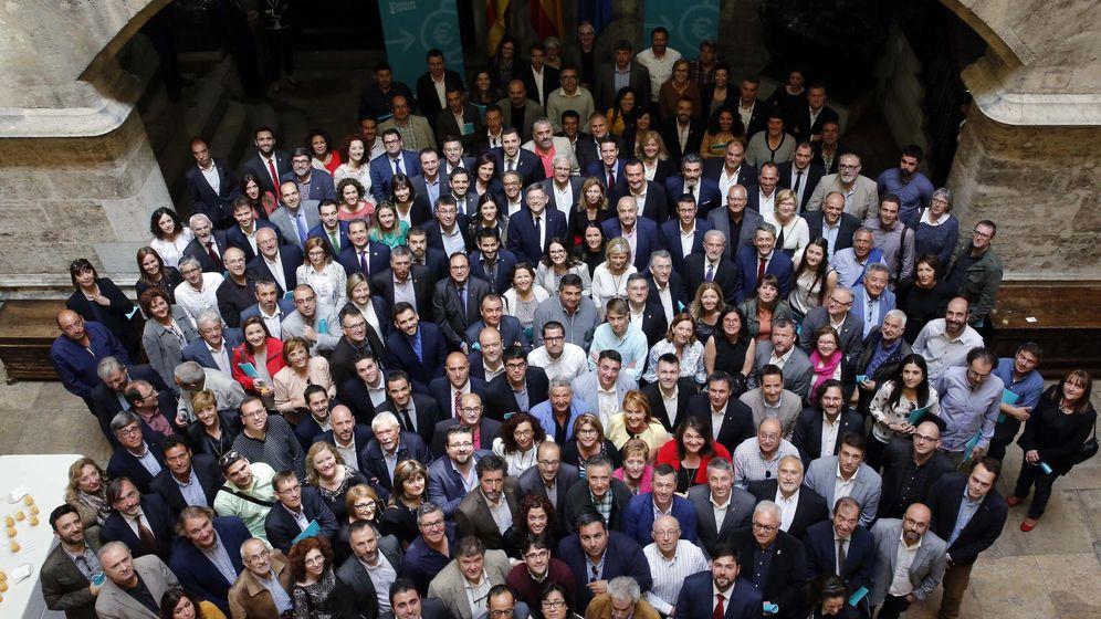 Foto: Los alcaldes, en el Palau de la Generalitat. (GVA)