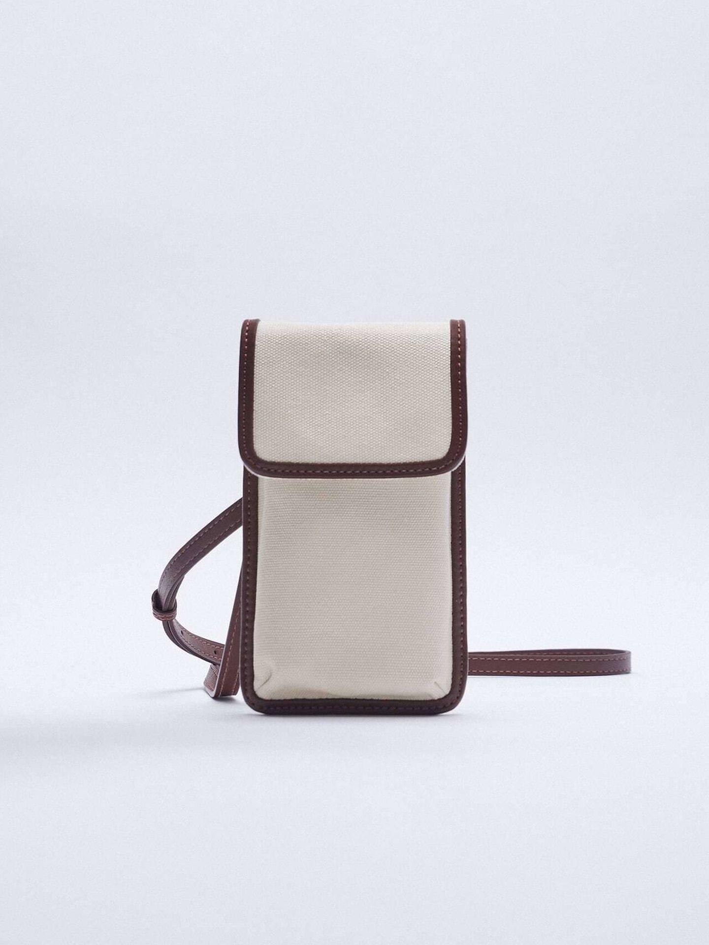 El bolso personalizado de Zara para llevar tu móvil. (Cortesía)