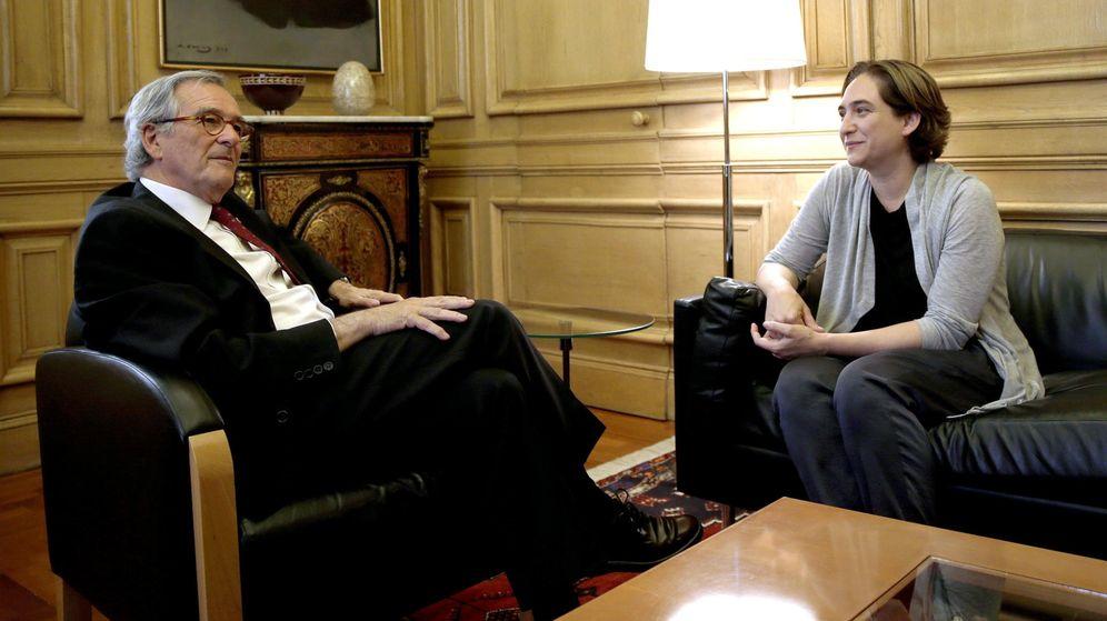 Foto: La ganadora de las elecciones municipales en Barcelona, Ada Colau, durante una reunió con el alcalde en funciones de la ciudad, Xavier Trias. (Efe)
