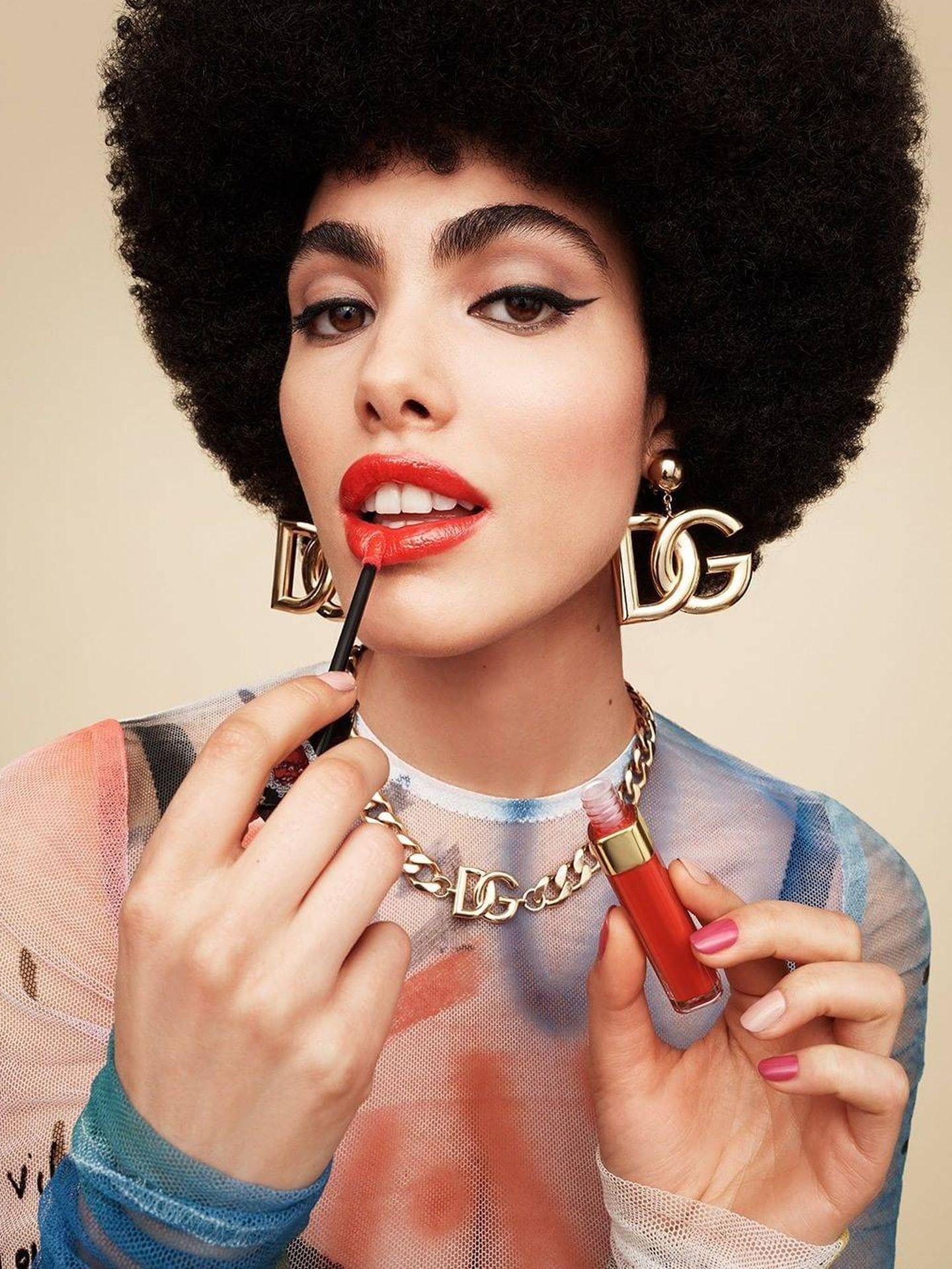 Uno de los nuevos labiales, intenso y anaranjado de Dolce Gabbana. (@dolcegabbana)