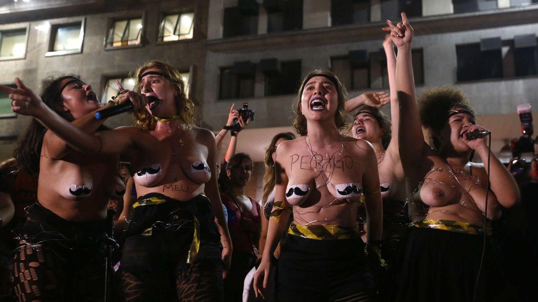 Foto: Las brasileñas salen a la calle contra la violación colectiva contra una joven