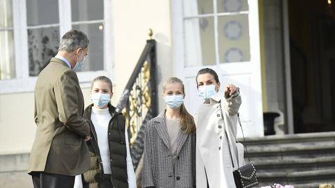 Felipe VI, Letizia, Leonor y Sofía visitan Somao bajo fuertes medidas de seguridad