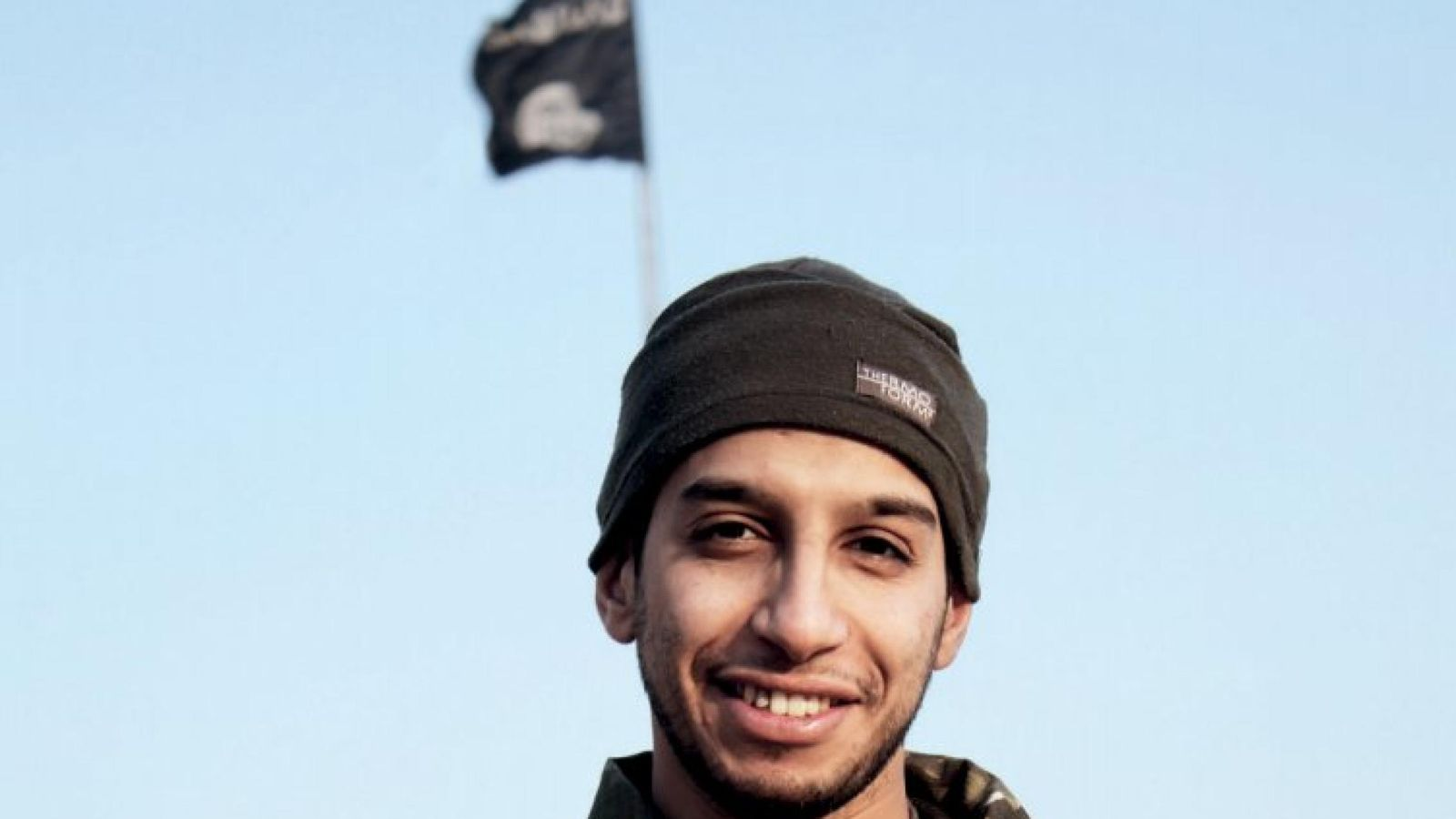 Foto: Abdelhamid Abaaoud, en una imagen publicada en la revista online Dabig del ISIS (Reuters)