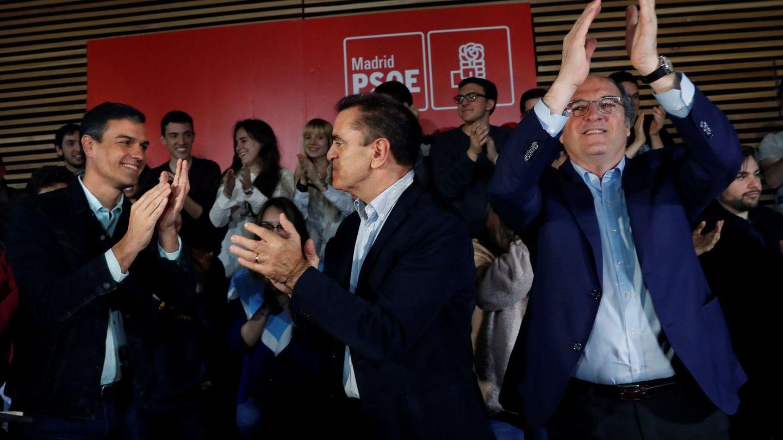 Pedro Sánchez, en un acto el pasado sábado protagonizado con el secretario general de los socialistas madrileños, José Manuel Franco, y el portavoz en la Asamblea, Ángel Gabilondo. (EFE)