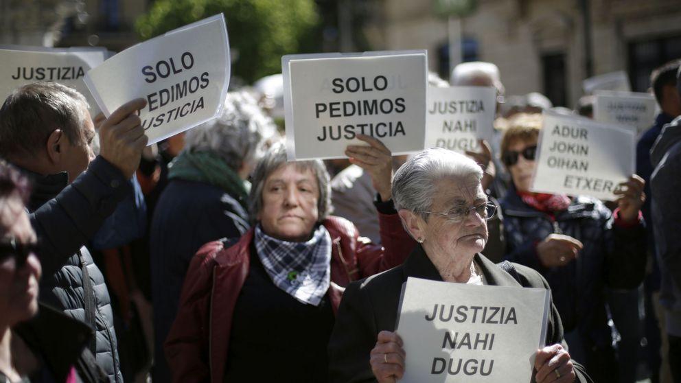 El Parlamento de Navarra acude a Alsasua para apoyar (de nuevo) a los agresores