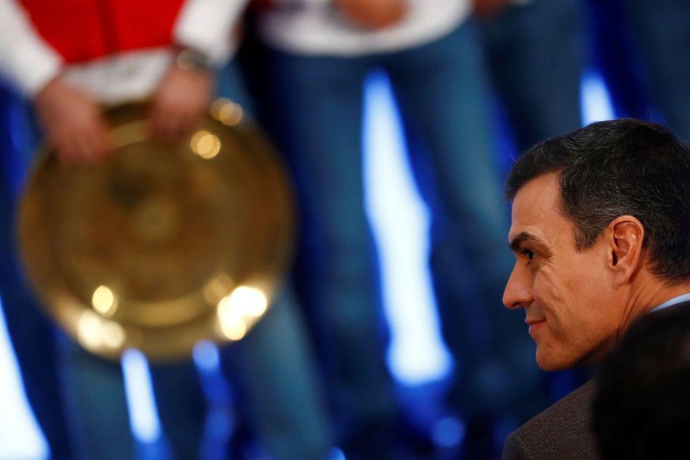 Foto: Pedro Sánchez, durante la recepción a la selección masculina de balonmano, campeona del mundo, este 28 de enero en la Moncloa. (Reuters)