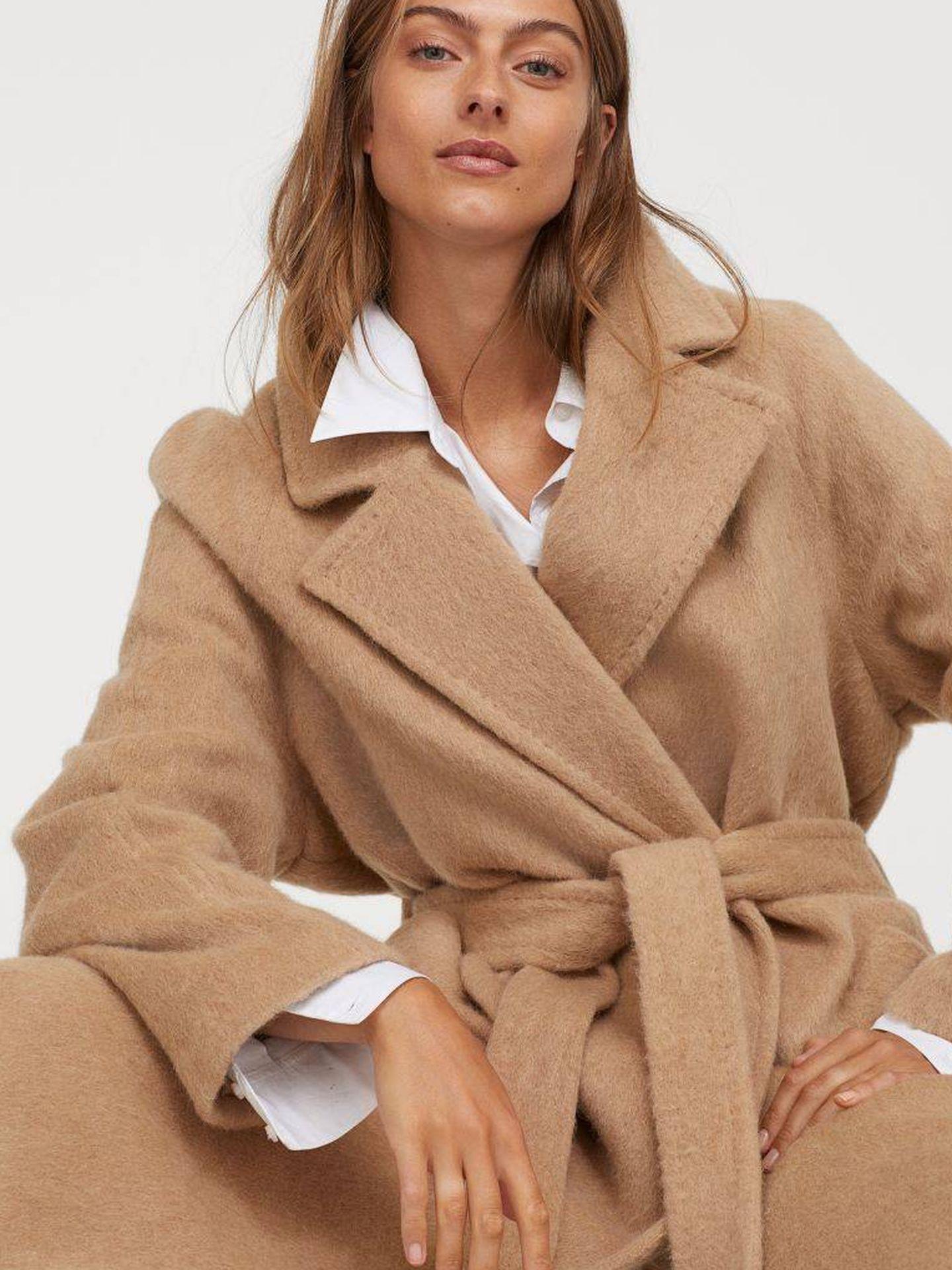 El abrigo de HyM. (Cortesía)