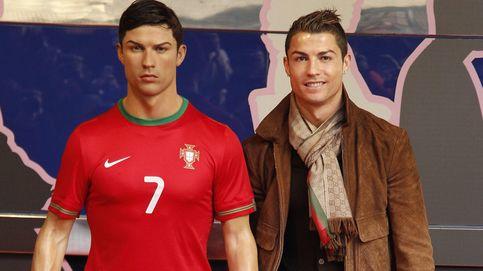 Cristiano presta su peluquero a su réplica de cera de Madrid