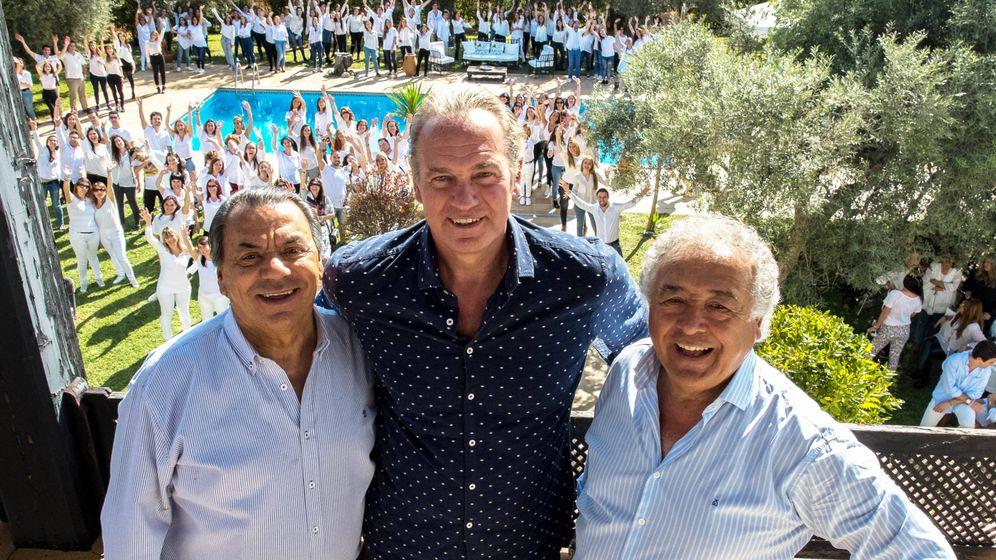 Foto: Bertín Osborne con Los del Río. (Mediaset España)