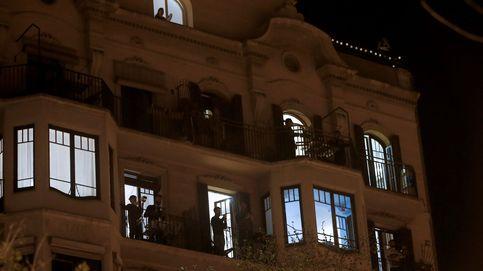 Caceroladas contra el Rey e himnos en los balcones... durante el discurso de Felipe VI