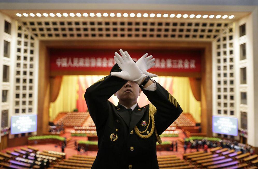 Foto: El director de una orquesta militar durante un ensayo en el Gran Salón del Pueblo, en Pekín, el 3 de marzo de 2015 (Reuters).