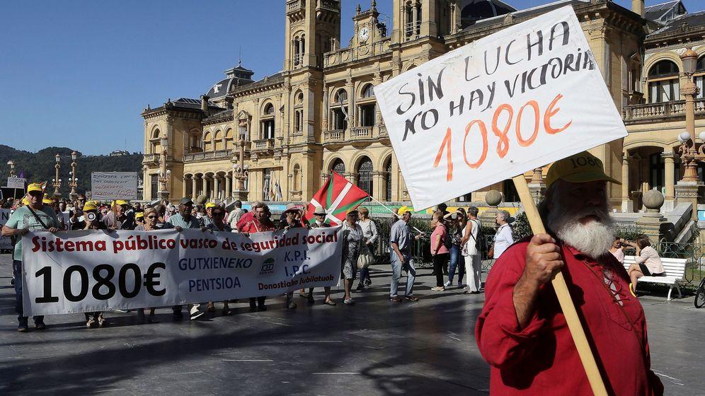 Foto: Manifestación de pensionistas en San Sebastián. (EFE)