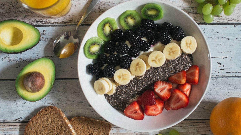 Esta es la hora a la que tienes que comer la fruta para adelgazar. (Jannis Brandt para Unsplash)