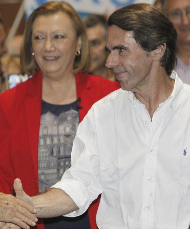 Foto: El expresidente del Gobierno, José María Aznar, con Luisa Fernanda Rudi. (EFE)