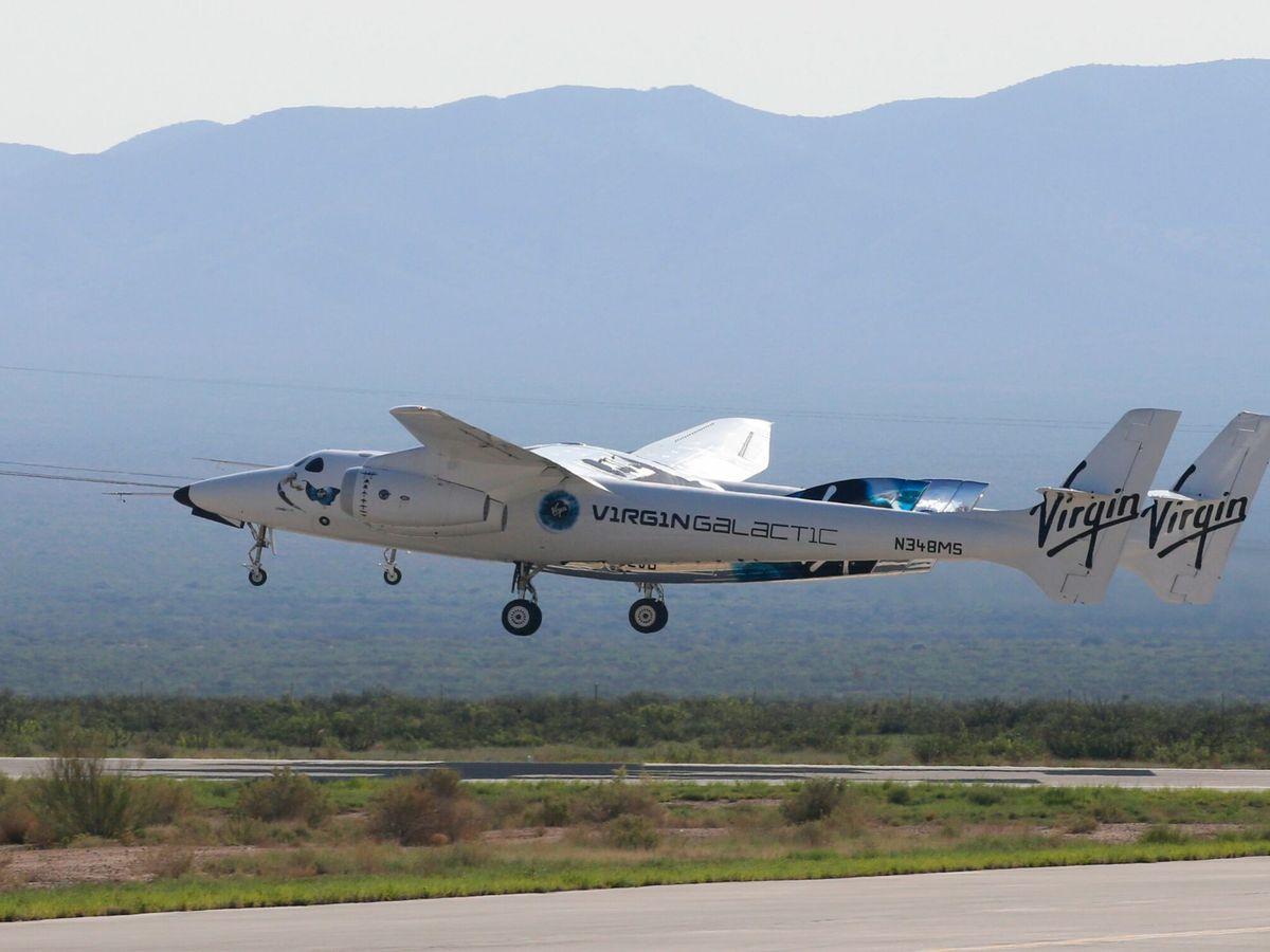 Foto: El Virgin Galactic comenzando su vuelo. (Reuters)