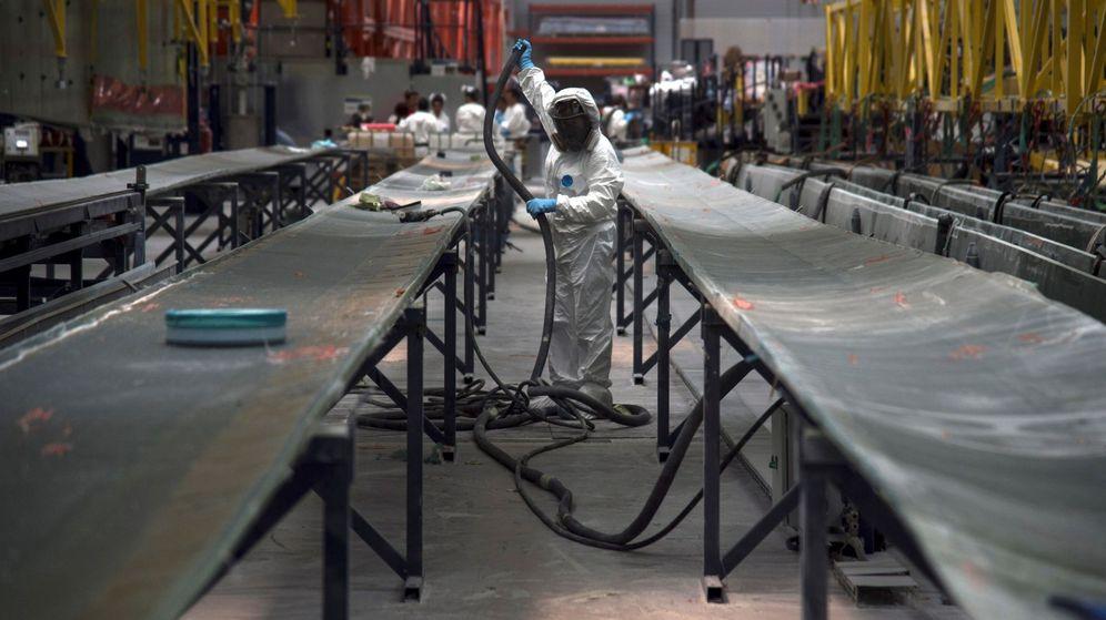 Foto: Fábrica de palas para los aerogeneradores de Siemens Gamesa en Aoiz, Navarra. (EFE)