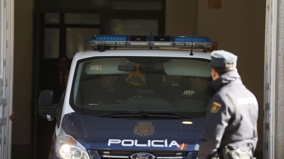 Foto: Furgón policial en el Supremo. (EFE)