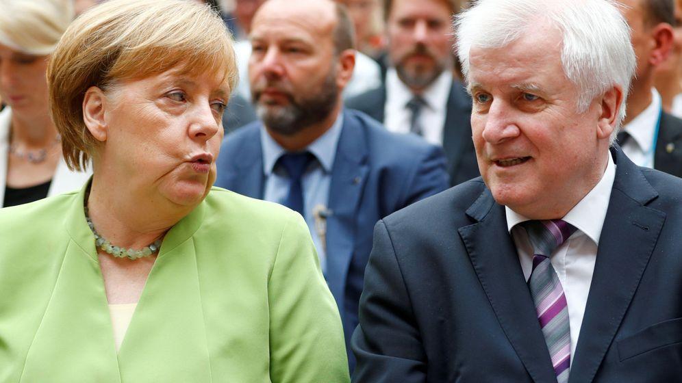 Foto: La canciller Angela Merkel y el ministro de Interior alemán, Horst Seehofer. (Reuters)