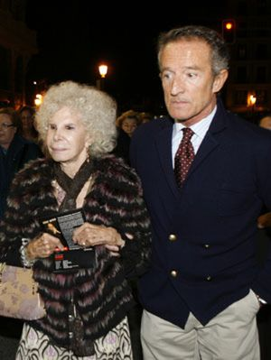 La duquesa de Alba agota a su novio Alfonso Díez