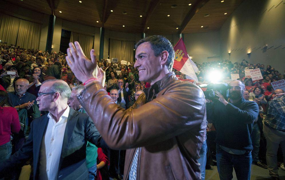 Foto: Pedro Sánchez, el pasado 15 de marzo en un mitin con militantes y simpatizantes en Ourense. (EFE)