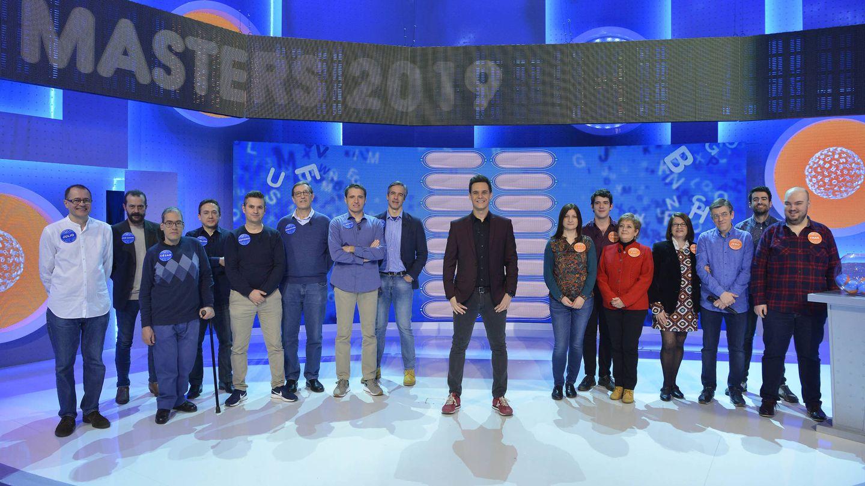 Christian Gálvez, junto a los mejores 15 concursantes de 'Pasapalabra'. (Mediaset)